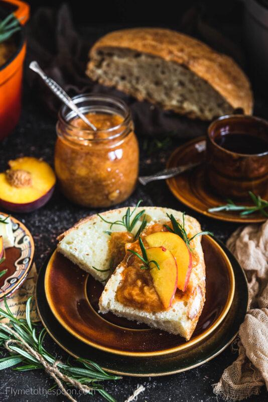 Konfitura brzoskwiniowa z morelami i rozmarynem