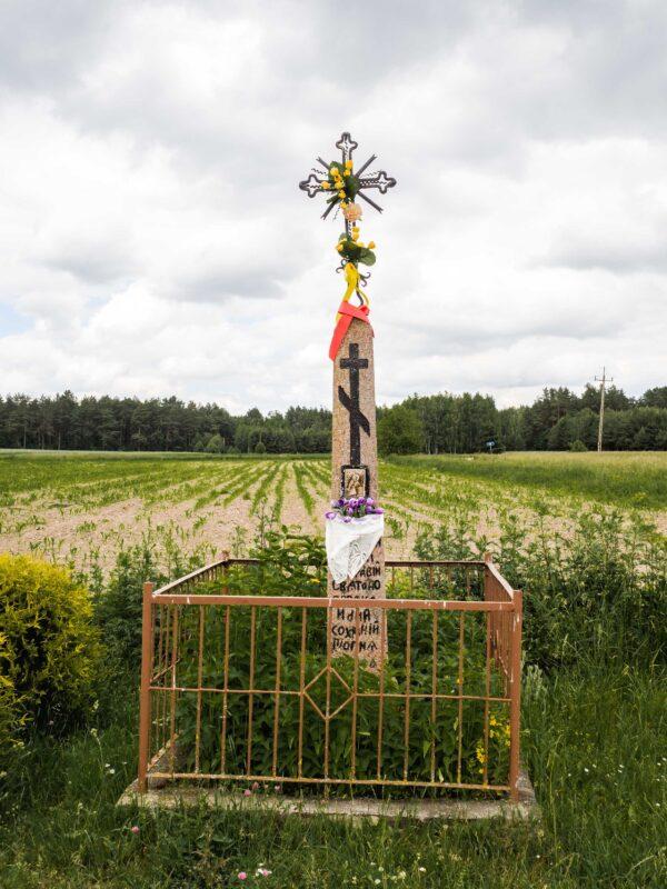 Co zobaczyć na Podlasiu Kamienny krzyż wotywny we wsi Soce