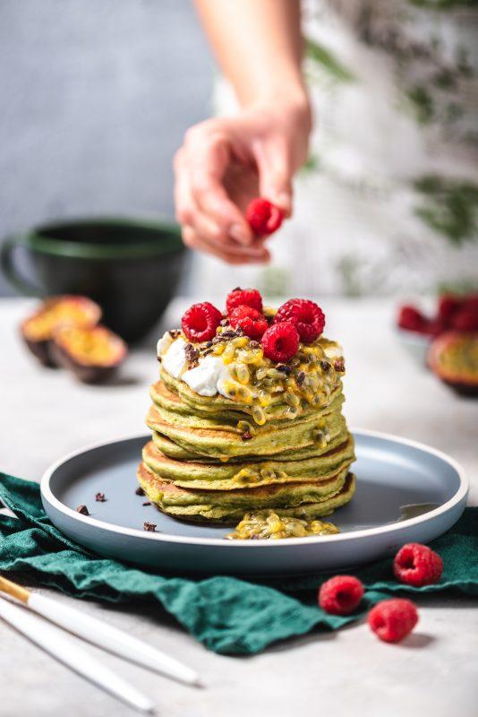 Proste pancakes z awokado i marakują