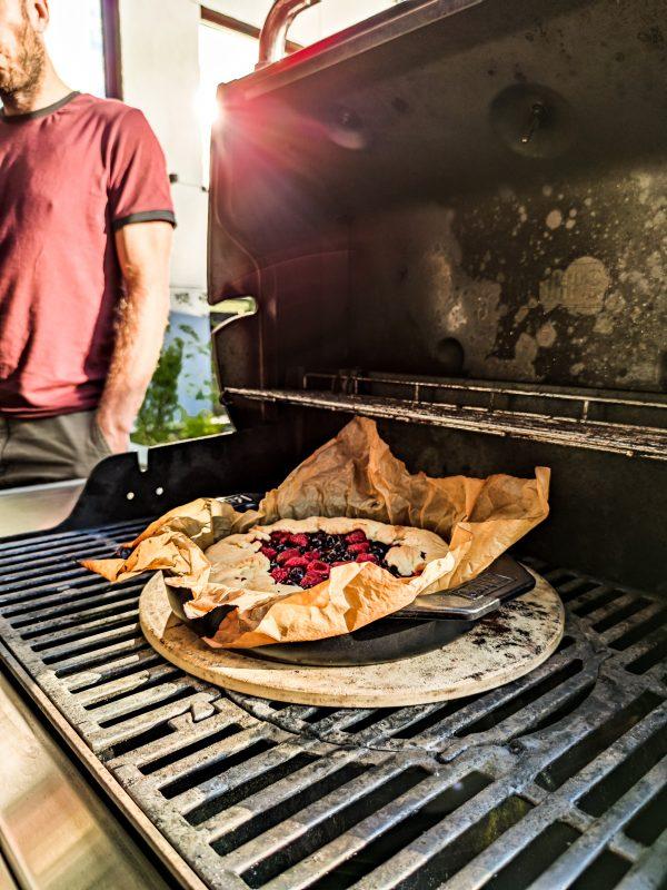 Comber jagnięcy z grilla bakłażanem i pitą czyli grillowanie z marką Weber