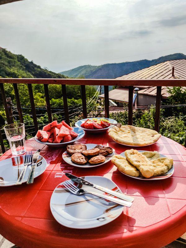 Śniadanie w jednym z guesthouse w Sighnaghi